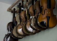 Violines colgantes Imagen de archivo