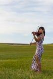 Violinist, der zum Wind spielt Stockbilder