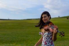 Violinista circa da ridere Fotografie Stock Libere da Diritti