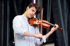 Violinista do bandido limpo (grupo eletrônico britânico) no festival do PNF de primavera Imagens de Stock
