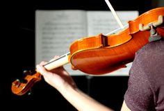 Violinista en el negro (series) Fotos de archivo libres de regalías