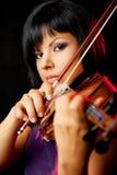 Violinista fêmea novo fotografia de stock royalty free