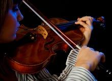 Violinista fêmea novo imagem de stock