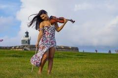 Violinista juguetón Fotografía de archivo libre de regalías