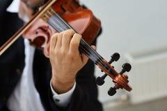 Violinista Playing Classical Violin dos homens imagens de stock