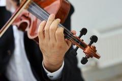 Violinista Playing Classical Violin dos homens imagem de stock
