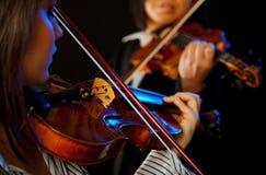 Violinistas de sexo femenino Foto de archivo