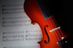 Violino com contagem musical imagens de stock royalty free