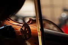 Violino com pouca poeira foto de stock royalty free