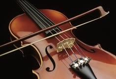 Violino con l'arco Fotografie Stock