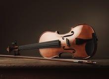 Violino da tabela em uma vida velha ainda Imagem de Stock Royalty Free