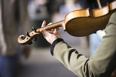 Violino do jogo da mulher Fotografia de Stock