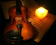 Violino e candela Fotografia Stock Libera da Diritti