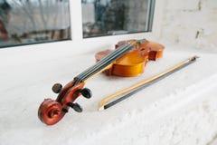 Violino e curva Fotos de Stock