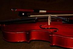 Violino e dettaglio dell'arco Immagine Stock