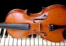 Violino e piano Copie espaços imagem de stock royalty free