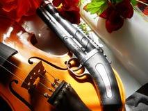 Violino e pistola Immagine Stock Libera da Diritti