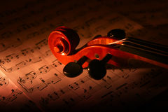Violino e strato di musica Immagini Stock