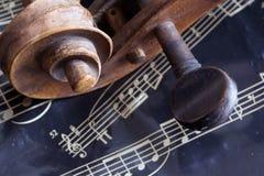 Violino e strato di musica fotografie stock libere da diritti