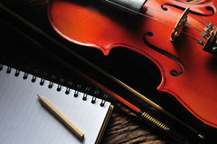 Violino e taccuino Immagini Stock