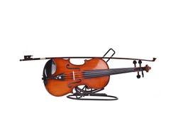 Violino e un fiddlestick Fotografia Stock Libera da Diritti