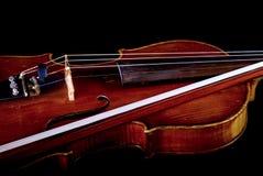 Violino ed arco Immagini Stock