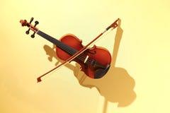Violino ed arco Fotografie Stock
