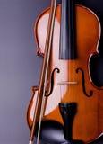 Violino su una priorità bassa nera Immagine Stock
