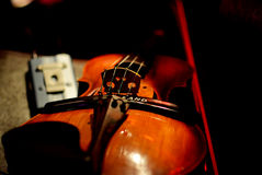 Violino sul concerto del caffè Immagine Stock Libera da Diritti