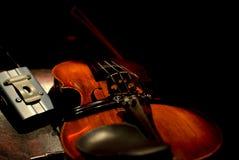 Violino sul concerto del caffè Immagini Stock