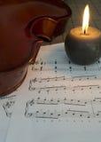 Violino, velas e notas Imagem de Stock