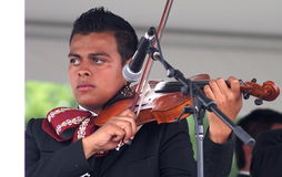 Violist In Mariachi Band stock afbeelding