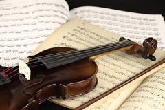 Violín y hoja de música Fotografía de archivo libre de regalías