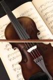 Violín y hoja de música Imágenes de archivo libres de regalías