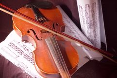 Violon et note Photographie stock