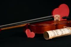 Violon, notes de musique et coeurs rouges Images libres de droits