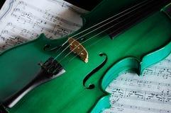 Violon vert Photos stock