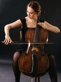 Violoncelista bonito Imagens de Stock Royalty Free