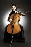 Violoncelista clásico del músico del violoncelo. Fotografía de archivo libre de regalías