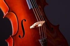 Violoncello di musica nello scuro Fotografia Stock