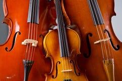 Violoncelo da música na obscuridade Imagens de Stock Royalty Free