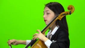 Violoncelo del juego del músico Pantalla verde Vista lateral Cierre para arriba almacen de metraje de vídeo