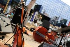 Violoncelo e instrumentos musicales fotografía de archivo libre de regalías