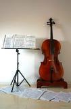 Violoncelo e pauta musical Foto de Stock Royalty Free