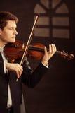 Violoniste d'homme jouant le violon Art de musique classique Photos libres de droits