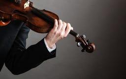 Violoniste d'homme tenant le violon Art de musique classique Image stock