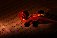 Viool en muziekblad Stock Fotografie