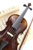 Viool en muziekblad Stock Afbeeldingen