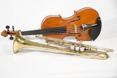 Viool en trompet stock afbeeldingen