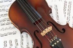 Viool op Muziek stock afbeelding